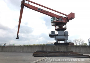Online Auction of Two Transshipment Cranes