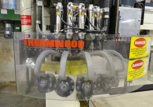 Vente aux enchères d'équipements pour le travail du bois d'un fabricant de présentoirs haut de gamme