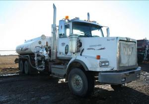 Camions et remorques pour champs pétrolifères