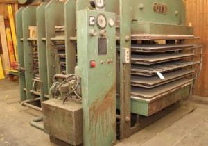 Vente aux enchères d'actifs après la fermeture d'une usine de moulage de bois