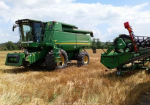 Combine harvester John Deere S560 4x4 year 2009