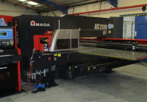 Cnc Punching Amada Ac 2510 Nt, Ball Table