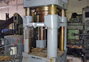400 Ton Verson 4-Post Down-Acting Hydraulic Press