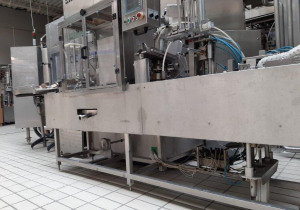 AUTOMATIC MACHINE FOR PACKING FRESH CHEESE IN CONTAINERS