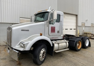 KENWORTH T800 DAY CAB HIGHWAY TRACTOR