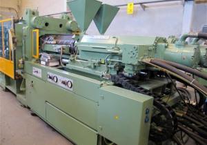 Demag D 560/1800 Injection moulding machine