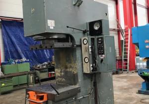 WMW - ZEULENRODA - PYE 250 S1M - hydr c-frame press