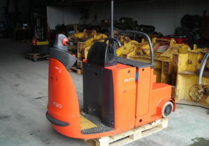 2005 LINDE P20 electric tow tractor