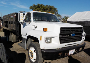 FORD F700 STAKEBED