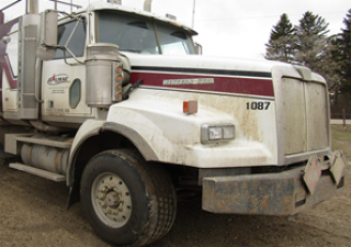 Services de champs pétroliers Flotte de camions et de remorques