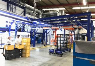 Lignes de pulvérisation de peinture robotique et d'apprêt robotique