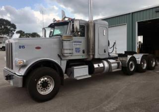 Peterbilt 389 EXT Tractor