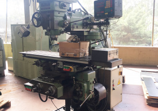 Universal Turret Milling Machine
