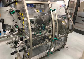 Étiqueteuse Neri BL400 VTE pour l'étiquetage inviolable des cartons