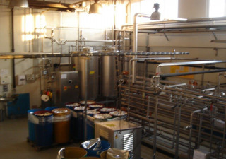COMPLETE FILLING LINE FOR PROCESSING AND FILLING NATURAL FRUIT AND  VEGETABLES JUICES IN GLASS BOTTLES