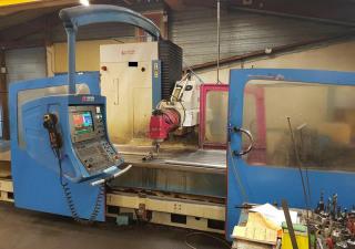 milling machine KIHEUNG KNC-U1000 year 2001 + LAGUN GBM 32E milling machine year 2000