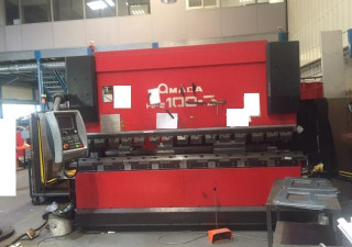 A BOMBLED shears of 3m by 6mm + An AMADA HIT 100-3 press brake of 3m per 100 tons