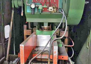 30 Ton Oak Fin Press