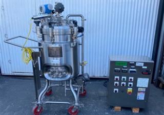 100 liter Stainless Technologies Reactor w/ 1/3 h.p. Lightnin Mixer