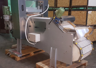 Cherry, plum, apricot pitting machine