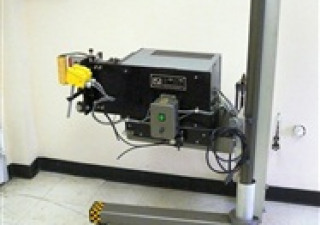 Étiqueteuse Lsi modèle 2800 avec imprimante de code-barres Sato Md Cl408E
