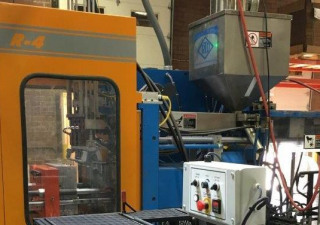 Rocheleau Model R-4 Reciprocating Screw Blow Molding Machine