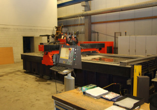 Bystronic ByStar 4022 waterjet cutting machine