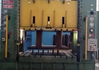 Used Emanuel DEA 400 Double upright hydraulic metal press