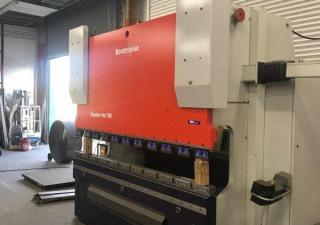 110 tonnes X 10' Bystronic Beyeler Pr6 100 X 3100 Cnc presse plieuse hydraulique.