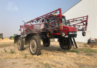 CASE IH PATRIOT 3330